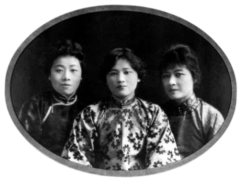 Soong_sisters_in_their_youth