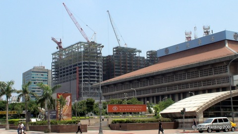 Q-Building behind Taipei Main Station was still under construction in 2007.